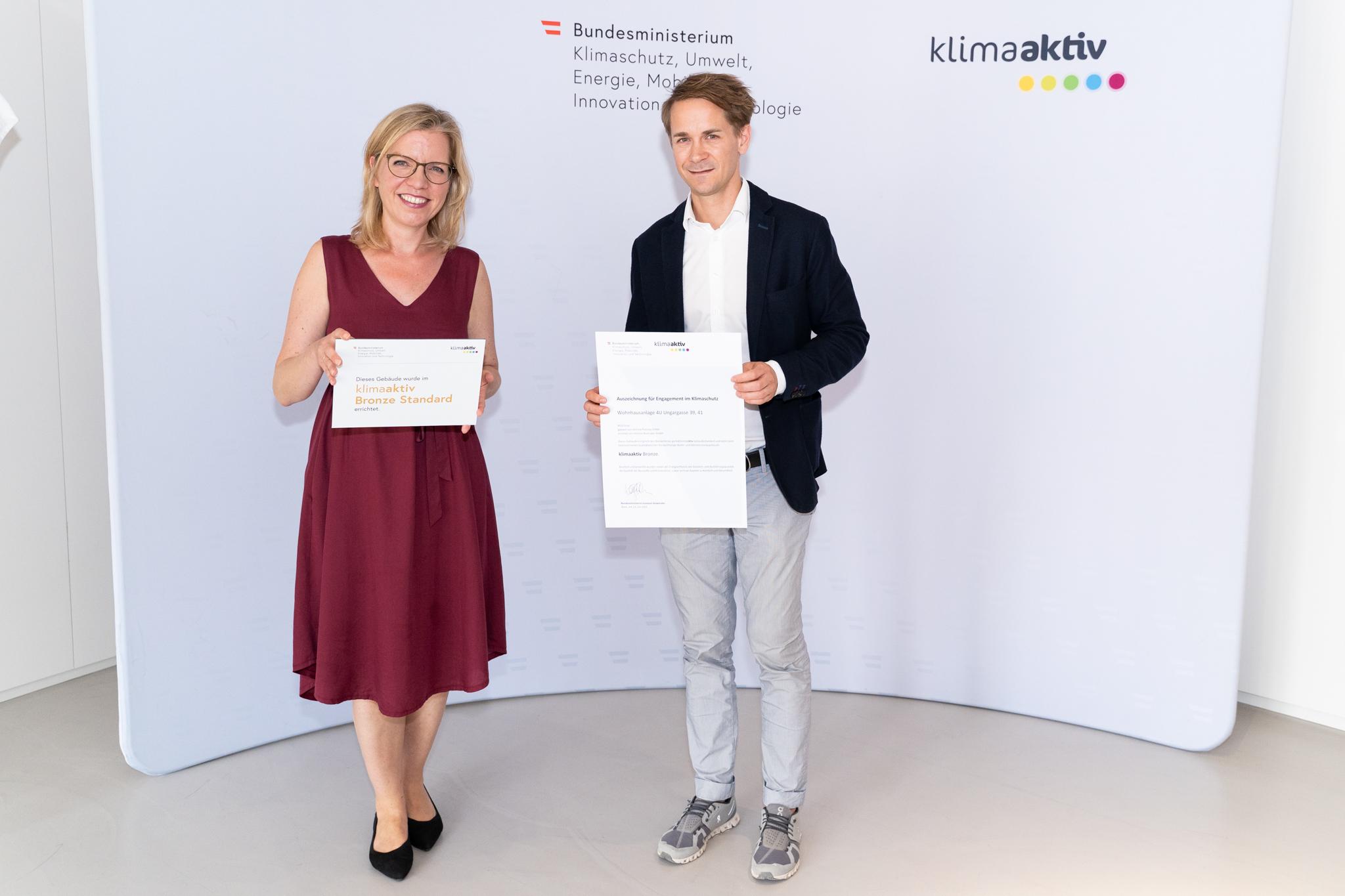 Klimaschutzministerin Leonore Gewessler und Prokurist DI Lukas Ries